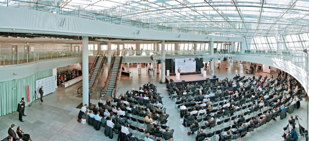 Großzügige Galerie des Düsseldorfer Station Airports
