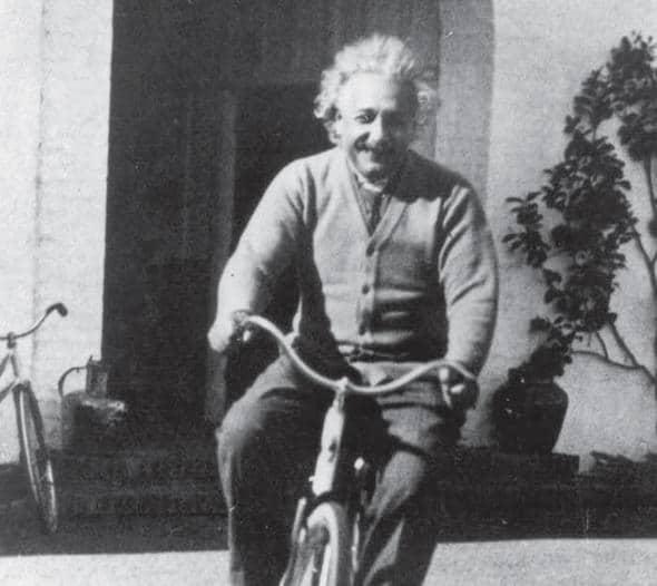 Einstein auf einem Fahrrad