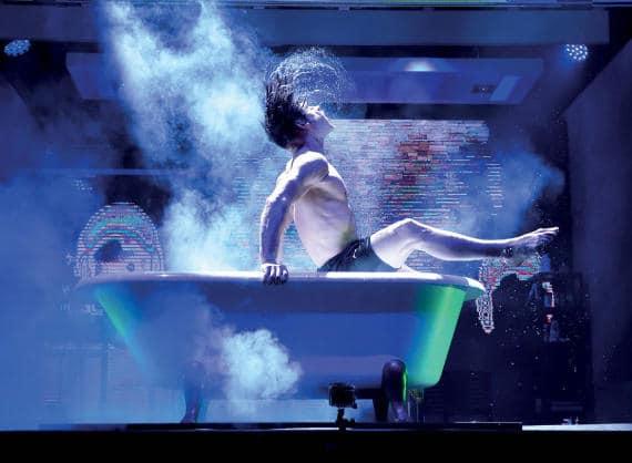 Künstler in der Badewanne