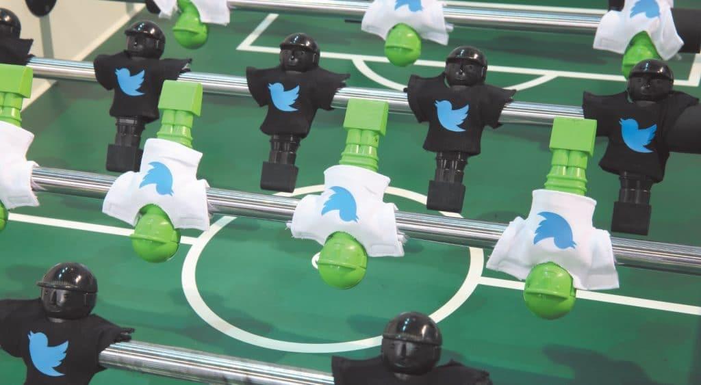 Kicker mit Twitter-Figuren auf der dmexco