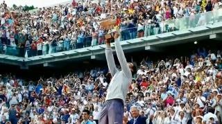 Raphael Nadal mit Siegertrophäe bei den French Open