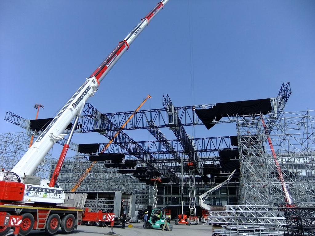 Baustelle: Aufbau einer Bühne