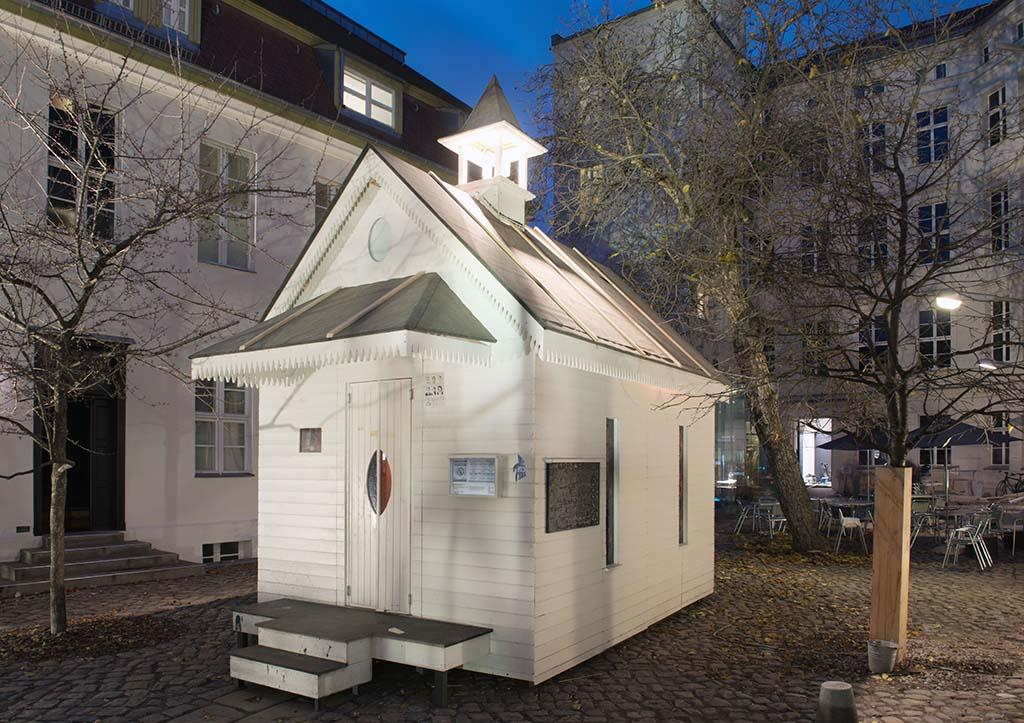 Installation von Schlingensief in den Kunstwerken Berlin