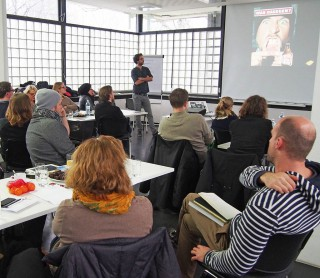 Knallharter Frontalunterricht beim ADC Seminar im coolen 50er-Jahre-Ambiente.