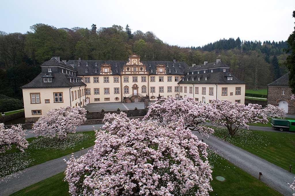 Sitz der ModerationsAkademie ist in der rechten Vorburg von Schloss Ehreshoven in Engelskirchen bei Köln