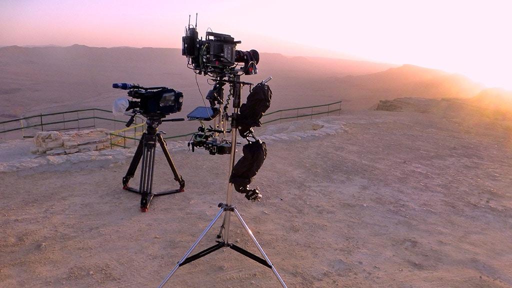 Ein Set von Andreas Ammer in einer Wüstenkulisse
