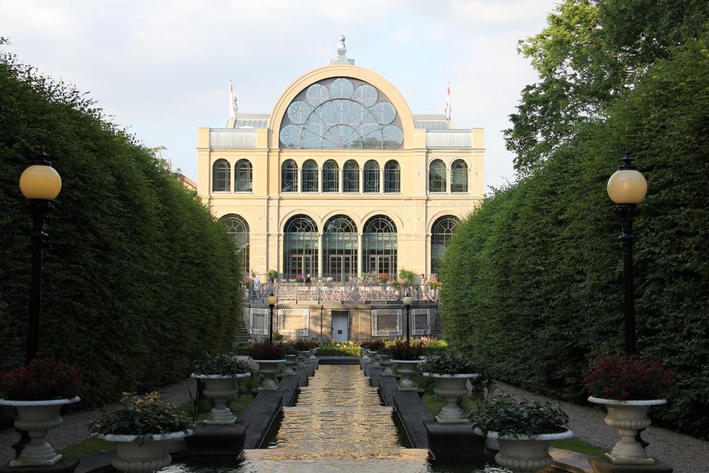 Flora Köln: seitliche Außenansicht