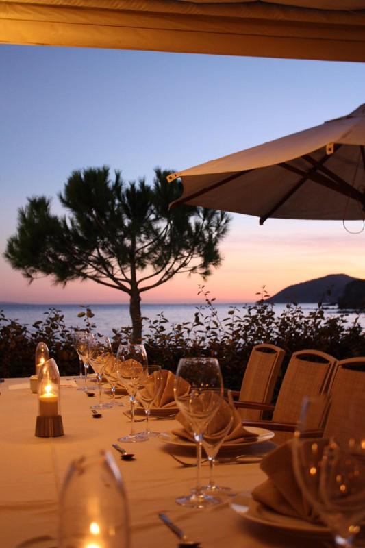 Restaurant mit Meerblick auf Ibiza