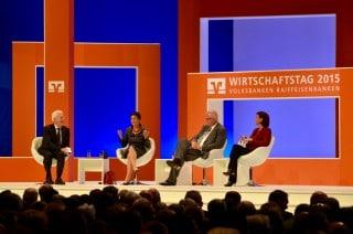Udo van Kampen, Dr. Sahra Wagenknecht, Dr. Thomas Schäfer und Sandra Maischberger beim Wirtschaftstag 2015 der Volksbanken Raiffeisenbanken (v.l.)