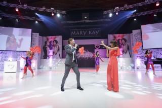 Die Musical-Stars Lukas Perman und Marjan Shaki bei einem Auftritt für Mary Kay Cosmetics.