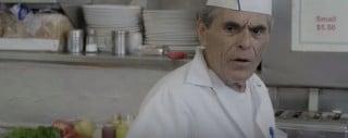 Skeptischer Blick eines Pizzabäckers
