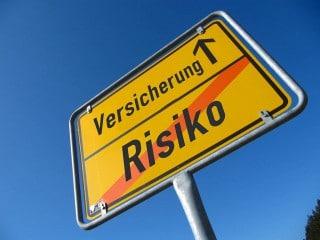 Ortsschild Versicherung - Risiko