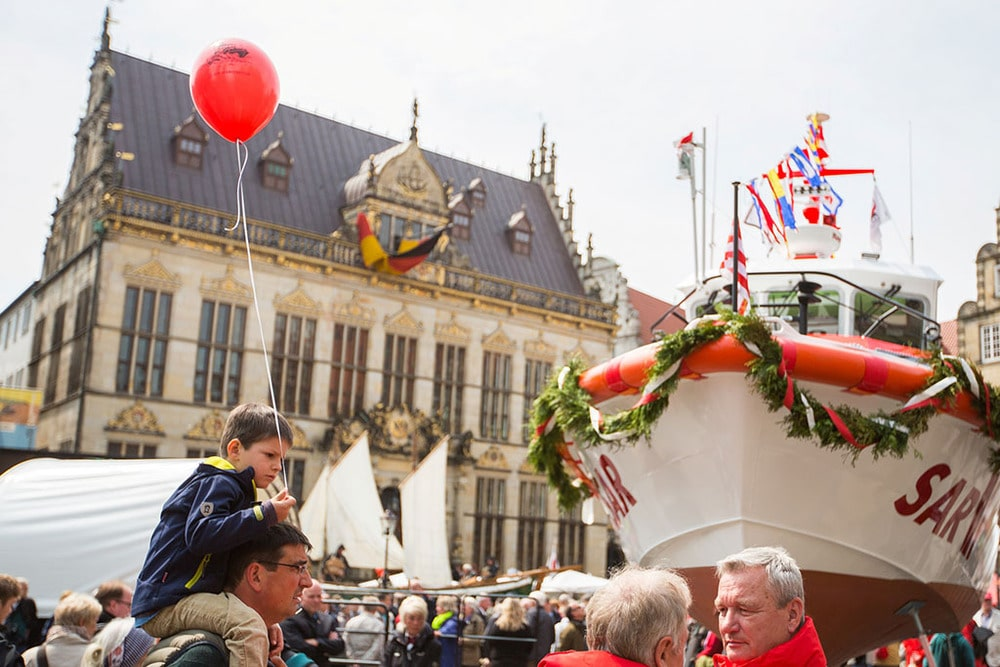 Seenotkreuzer auf dem Bremer Marktplatz