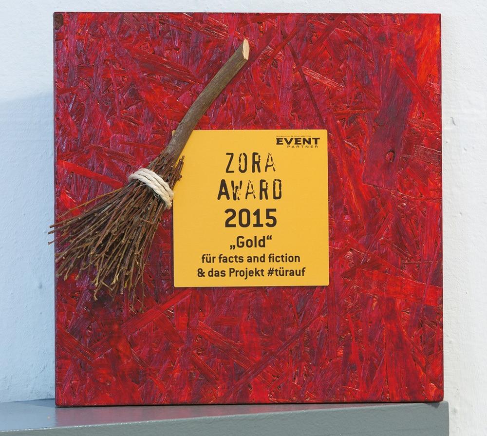 """Zora Award 2015 in """"Gold"""" für facts and fiction & das Projekt #türauf"""