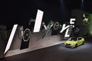 Roboter-Choreografie auf der Volkswagen Group Night in Genf