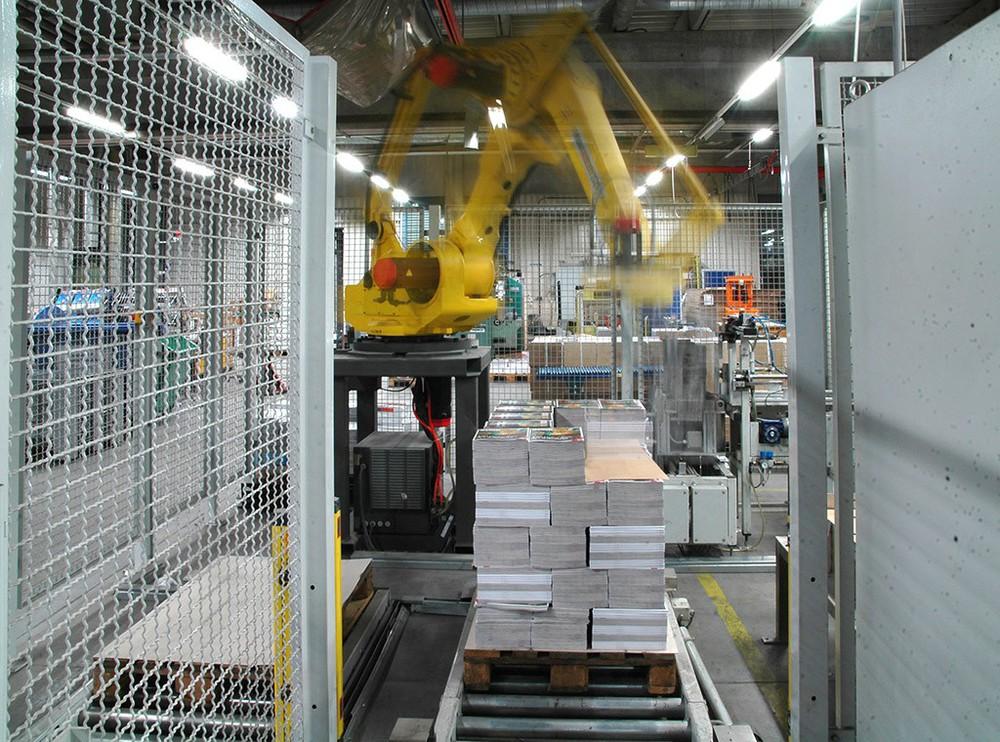 Roboter in einer Lagerhalle