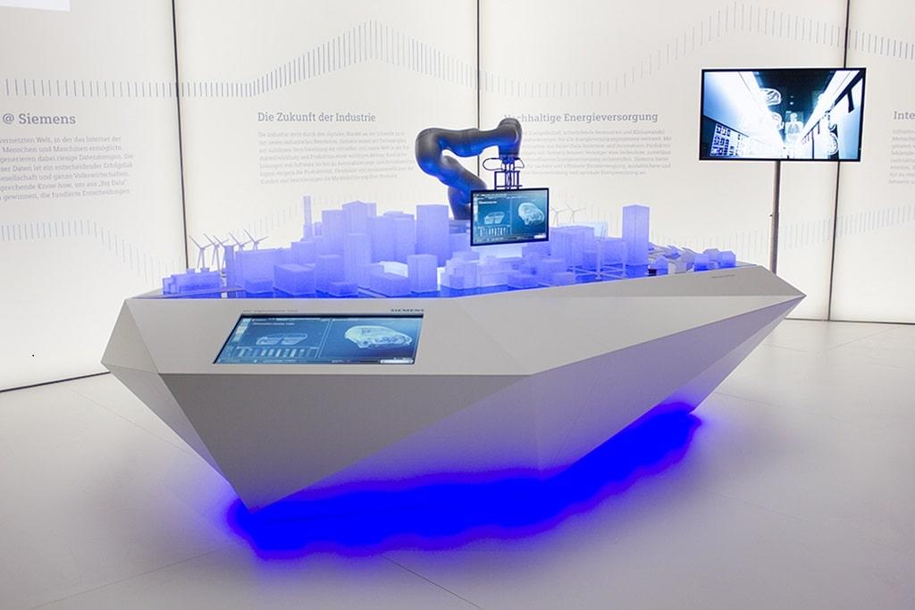 Siemens 360° Digitalization Tour mit Rob, dem Roboter