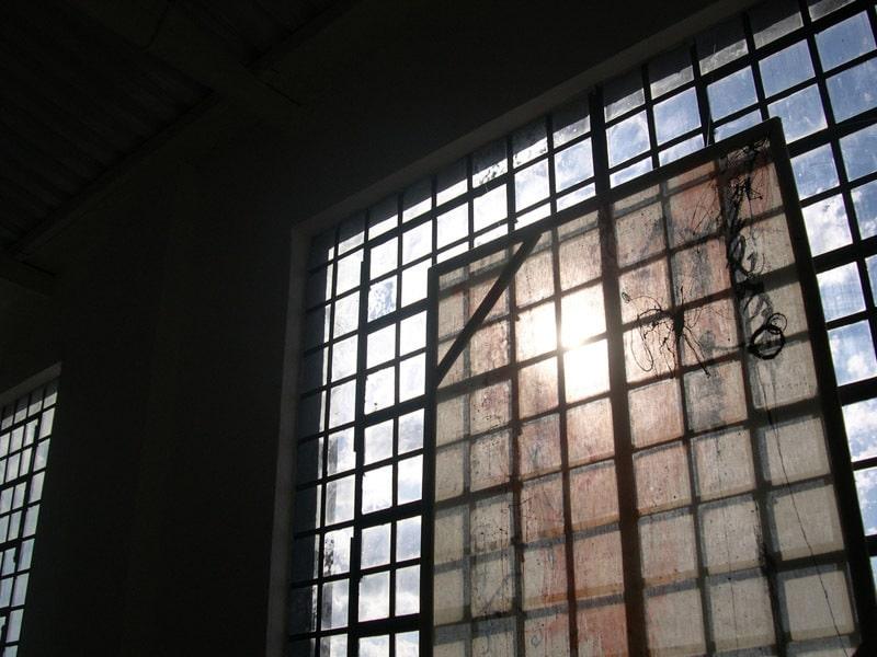 Fenster in einer alten Fabrik