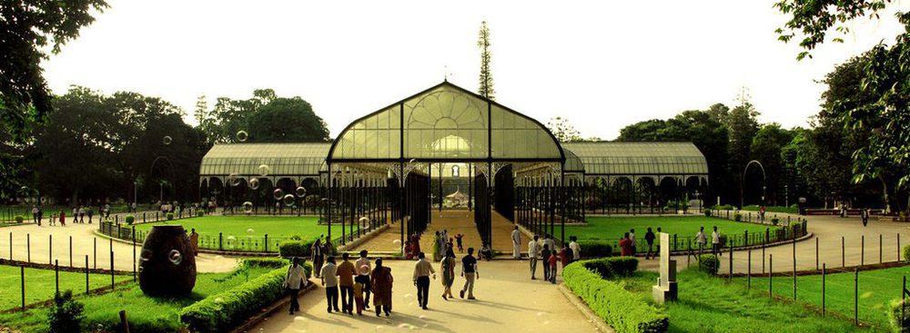 Glashaus im Park