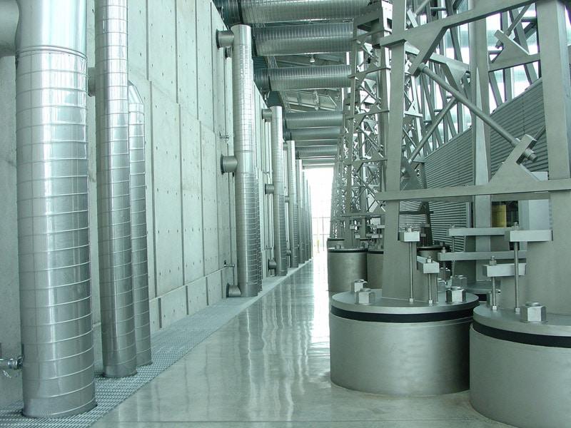 Stahlkorridor in einer Fabrik