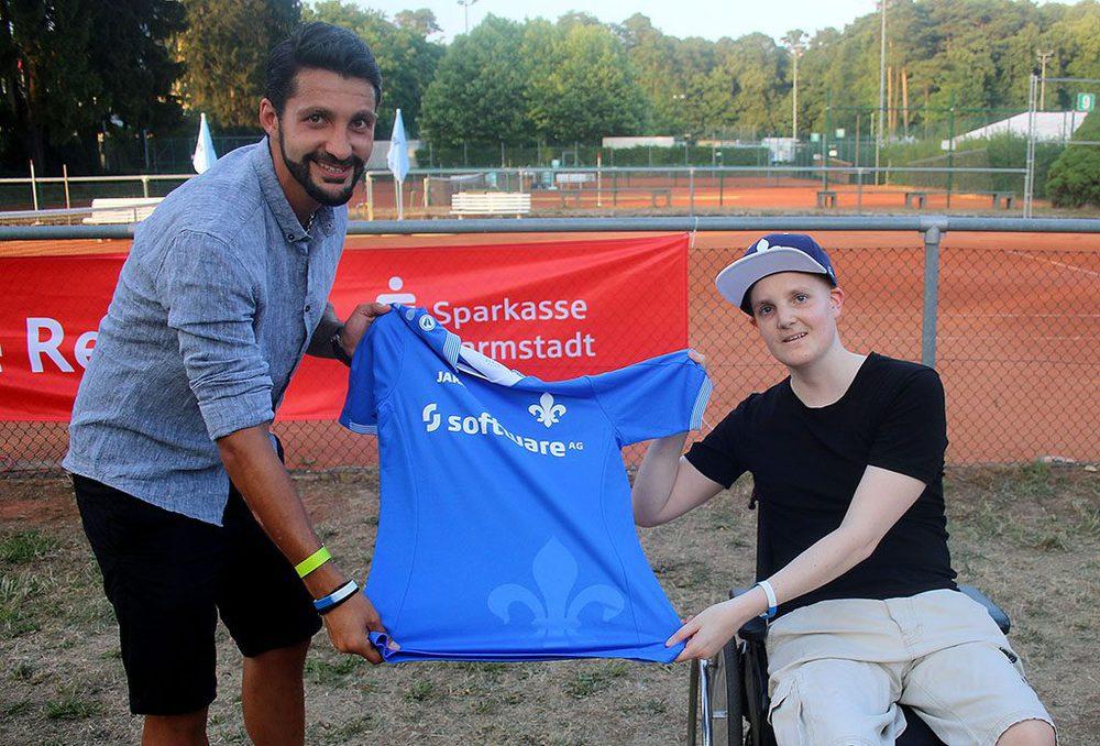 Fußballspieler Aytac Sulu und Fan Johnny