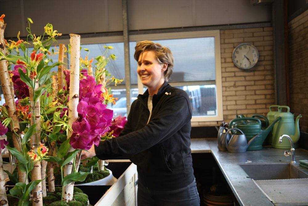 Floristin bei Van der Maarel Eventstyling