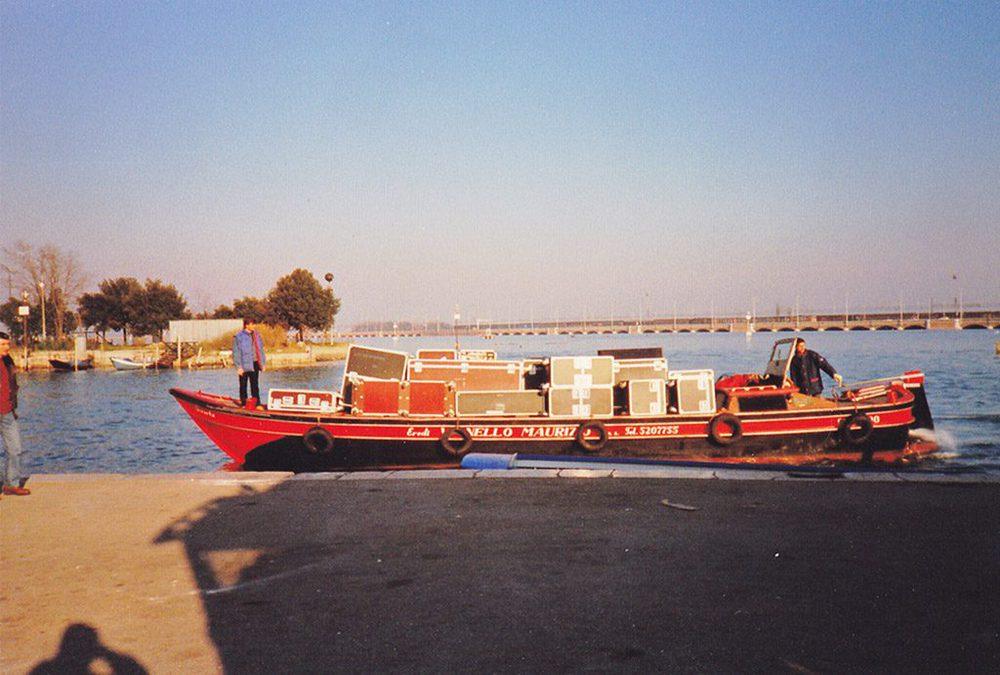 Equipment auf einem Boot in Venedig