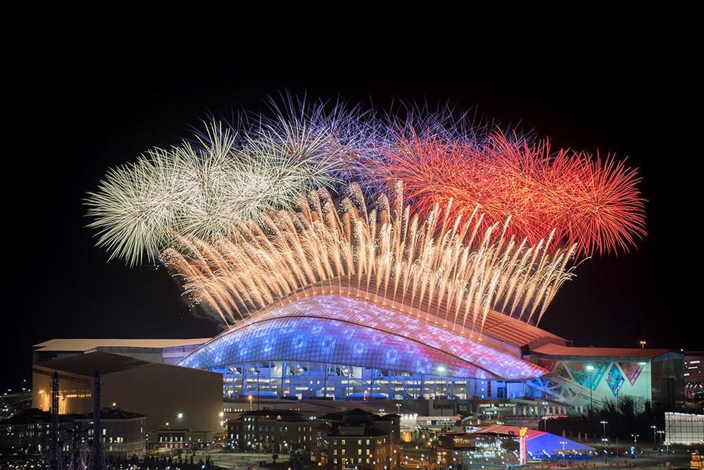 """Die """"russische Flagge"""" als Feuerwerk von Lunatx SFX: Opening Ceremony der Olympischen Spiele in Sotschi"""