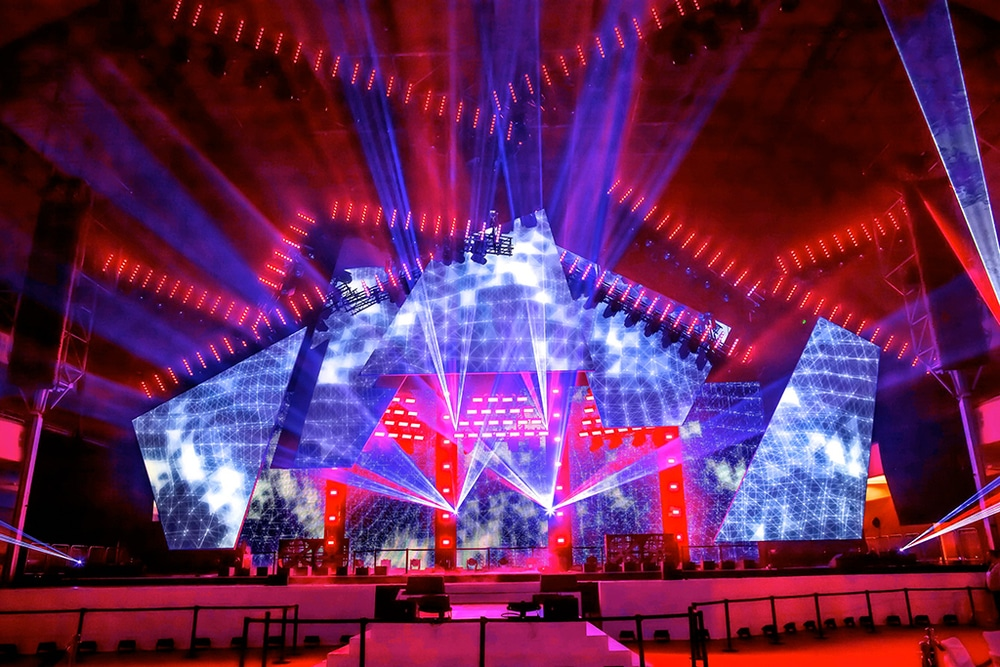 Die Bühne des LEA-Awards 2016 in der Frankfurter Festhalle erstrahlte im Licht von u. a. 100 SGM G-1 LED Moving-Heads. Lichtdesign: Jerry Appelt