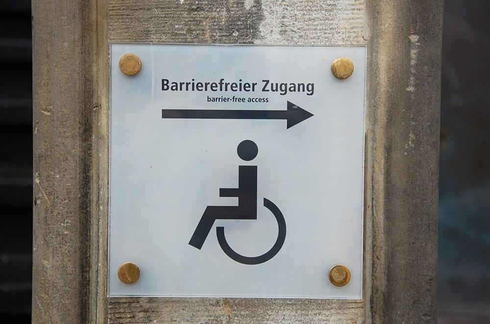 Schild: Barrierefreier Zugang