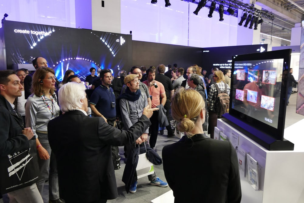 Medientechnik Guided Tour am Stand von Eyevis