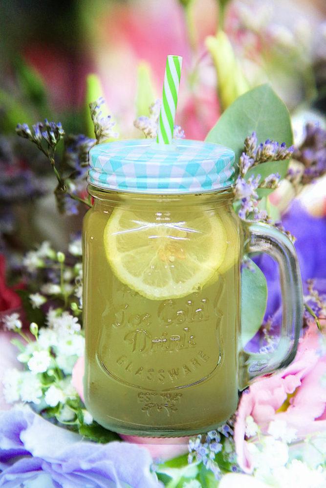 Selbstgemachte Limonade im Einmachglas
