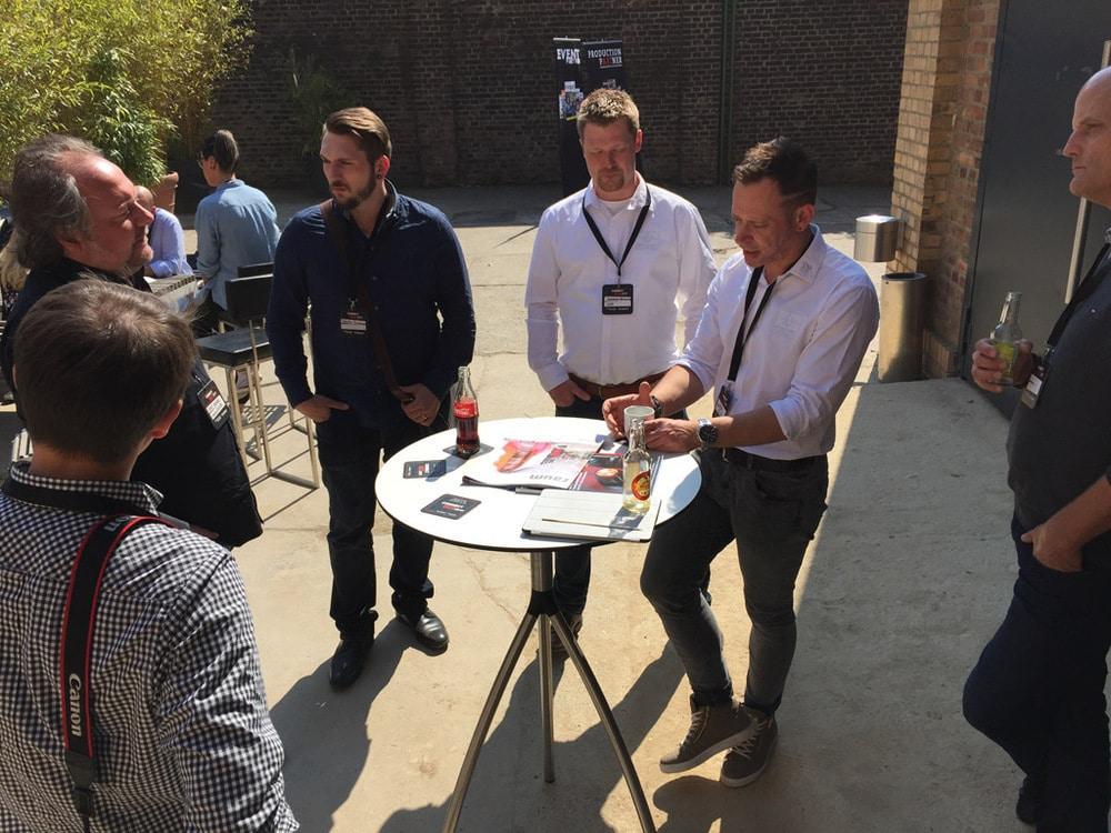 Gesprächskreis mit Andreas Brandt (weißes Hemd, l.) und Dejan Hajdukovic (r.) von GLP