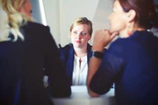 Drei Frauen beim Meeting