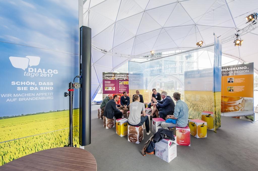 Gesprächsrunde auf den Dialogtagen Ernährungswirtschaft 2017 vor dem Hbf Berlin