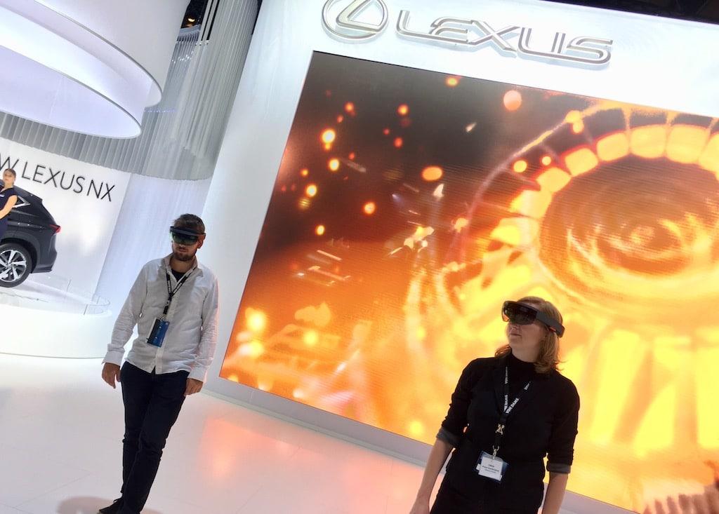 """Vok Dams gestaltete eine geführte Pressekonferenz mittels Mixed-Reality-Brille """"Microsoft HoloLens"""" durch die Welt von Lexus."""
