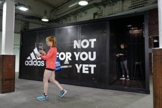 Container für Adidas