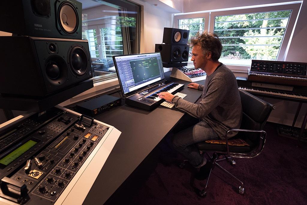 Bertram Ernst in seinem Tonstudio