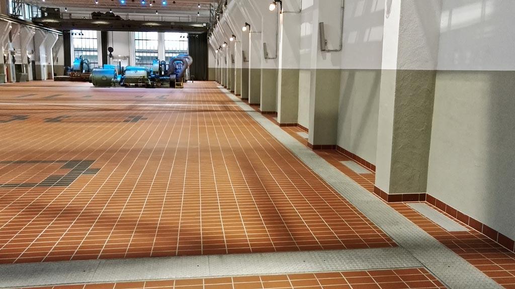Bodenkanäle in der Grand Hall Zollverein