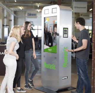 Phantastic Photobox with Augmented Reality