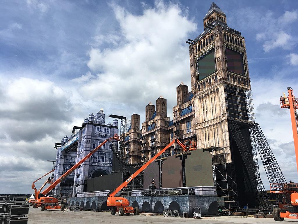 Die gesamte Konstruktion ist 130 Meter breit und 40 Meter hoch