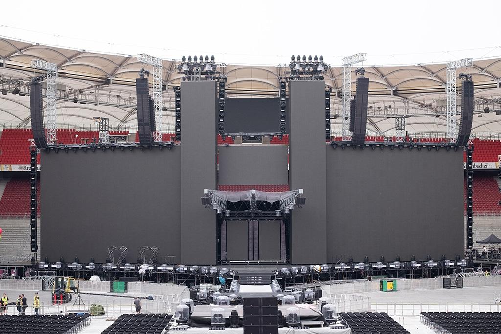 Die gesamte Bühnenansicht ist mit LED-Flächen verkleidet