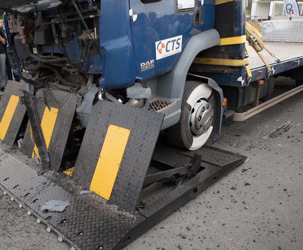 Crashversuch LKW 7,49t gegen mobile Fahrzeugsperre (20.09.2018, Testanlage CTSMünster)