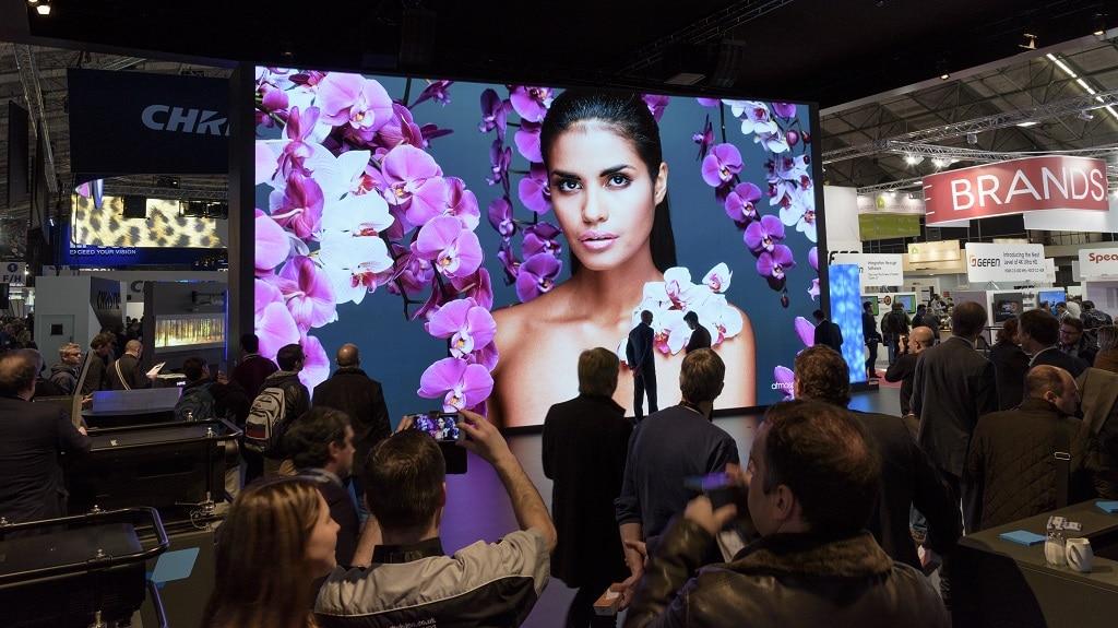 Publikums-Magnet auf der ISE: Die hochauflösende LED-Wand bei der Lang AG