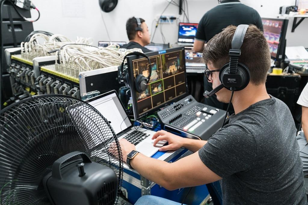 Selbst auf allerengstem Raum möglich: Mobile Videoregie im Backoffice des Huawei Stand, CeBit 2018
