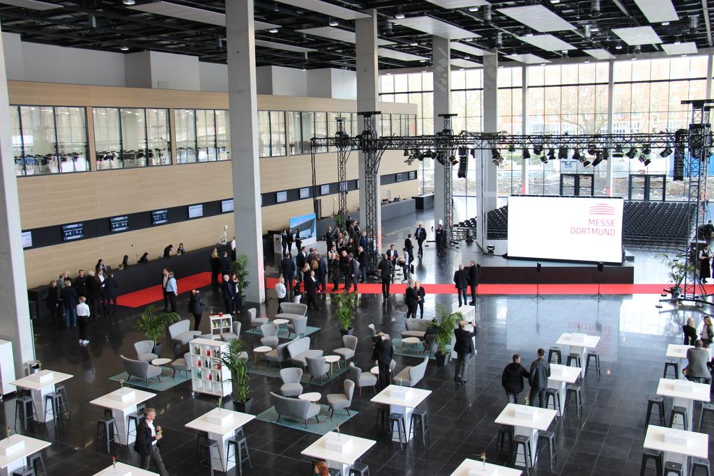 Messeeingang Nord Messe Dortmund Blick auf Konferenzbereich