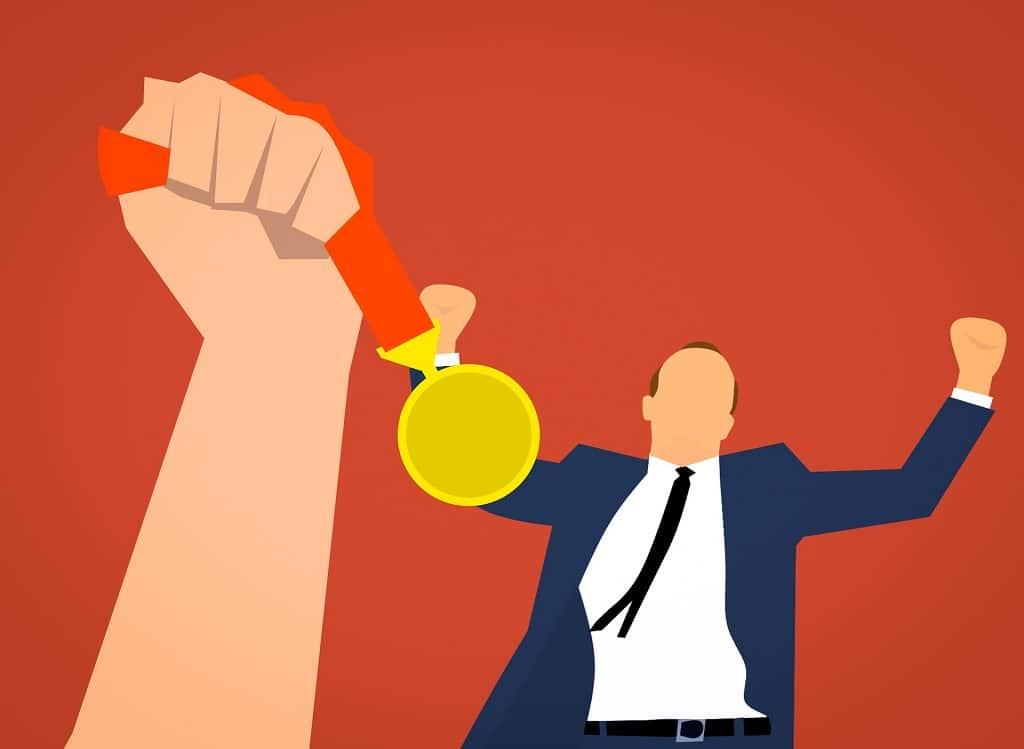 Mann erhält Medaille