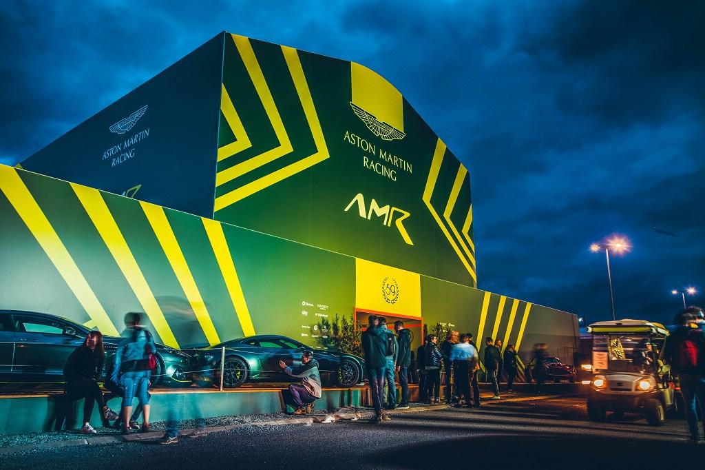 Temporäre Marken-Architektur für Aston Martin beim 24-Stunden Rennen in Le Mans