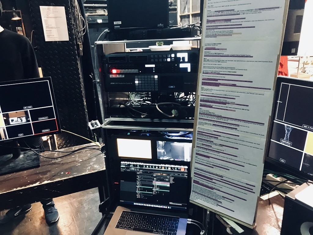 """Video-Operator-Platz inkl. der Cue-Liste für """"Die Parallelwelt"""""""