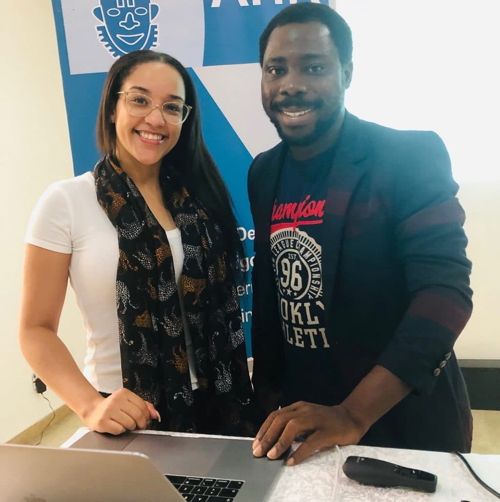Jennifer Aina, Junior Manager Business Development, und James Onyenenue, Manager IT, bei der Eventry-Schulung in Lagos (Nigeria)